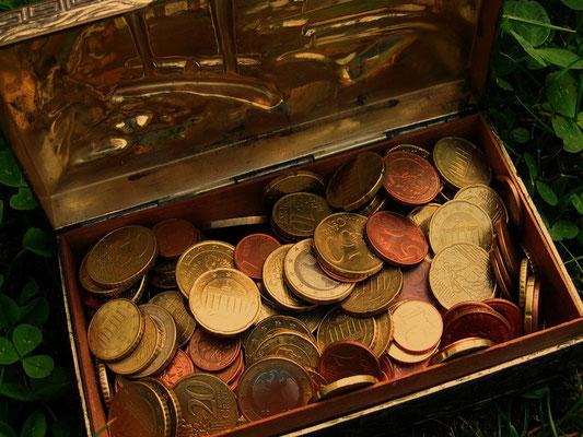 Schatzkiste mit Geldgeschenk zur Hochzeit