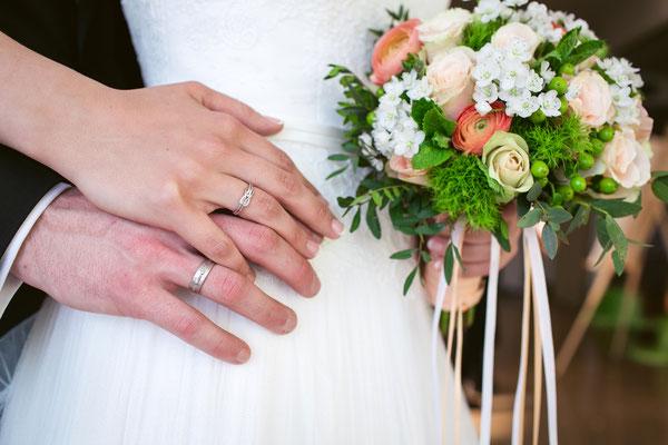 Hochzeitsfarben Grün, Creme und Apricot