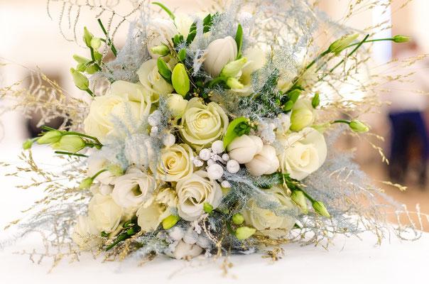 Brautstrauß: Weiß und Ivory