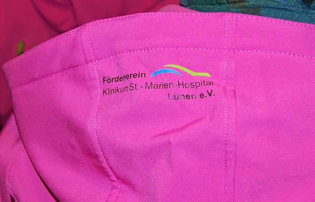 Pinke Jacken - Spende des Förderverein St. - Marien - Hospital Lünen