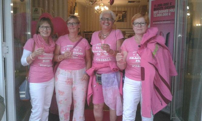 Pinkes Event beim Friseur Burrleque