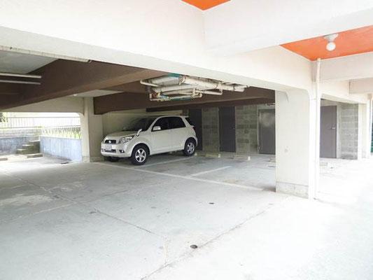 1階部分は駐車スペース