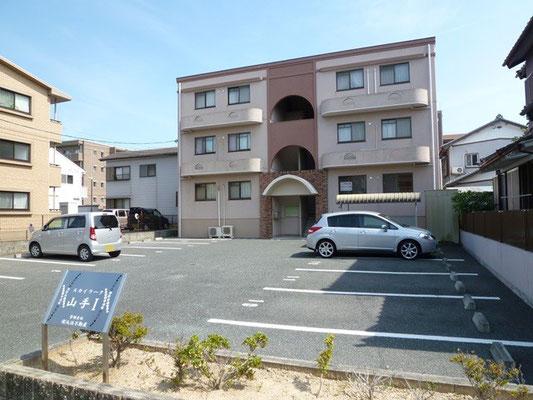 各部屋2台分の駐車場が付いてます