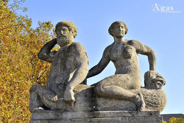 Berlin-Schöneberg - Skulpturenpaar im Rudolph-Wilde-Park