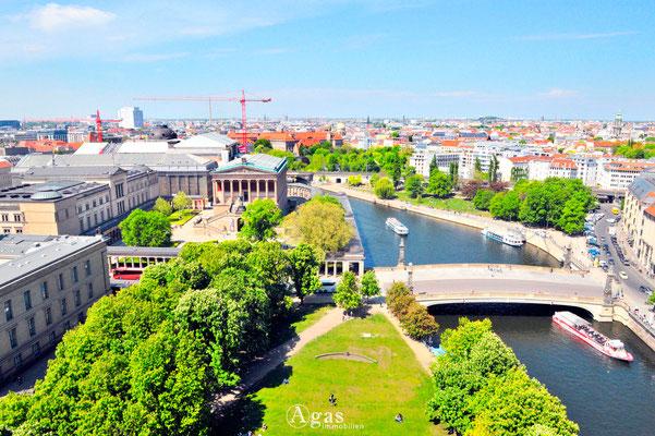 Immobilienmakler Berlin-Mitte, Blick auf die Spree und Museumsinsel