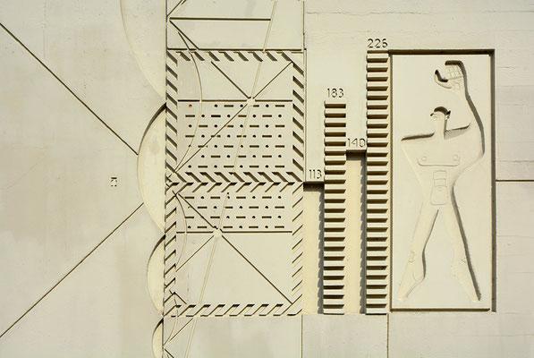 Ihr Makler in Berlin-Westend - Le Corbusierhaus, Mauerrelief der Fassade