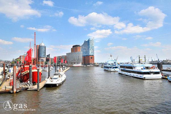 Hamburg - Niederhafen auf der Überseebrücke - Elbphilharmonie