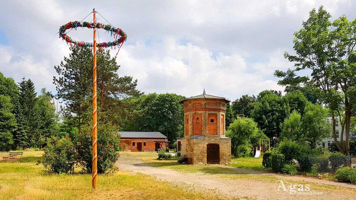 """Fredersdorf-Vogelsdorf - Maibaum & Taubenturm auf dem """"Alten Gutshof"""""""