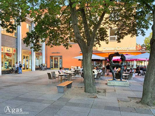Immobilienmakler Eisenhüttenstadt - Mocca-Milch-Eisbar & kleine Bühne am Friedrich-Wolf-Theater