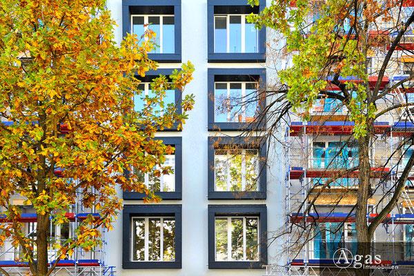 Quartier Nikolsburg - Berlin-Wilmersdorf - Moderne Fensterfront der Fassade