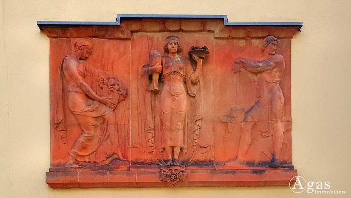 Makler Velten - Historisches Terracotta-Relief