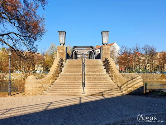 Immobilienmakler Berlin-Moabit - Treppenaufgang am Gerickesteg