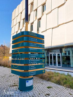Immobilienmakler Berlin-Moabit - Wegweiser im Sportpark Poststation