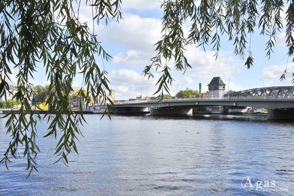Berlin Alt-Treptow - Blick zur Elsenbrücke