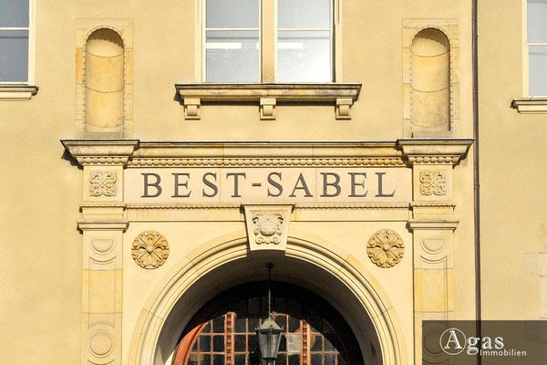 Haven Studios Berlin - Historisches Eingangsportal der Best-Sabel-Oberschule Köpenick in Ihrer Nachbarschaft