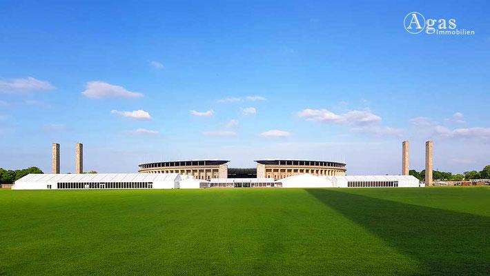 Berlin-Westend - Maifeld vor dem Olympiastadion