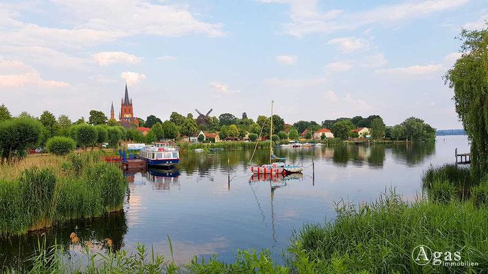 Werder (Havel) - Kleine Boote auf der Havel vor Werder