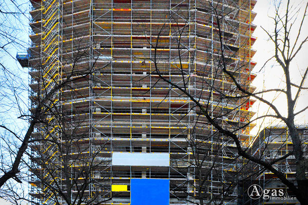 HIGH WEST Berlin-Charlottenburg - eingerüsteter Wohnturm