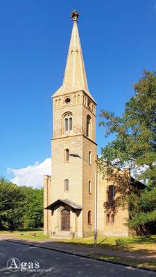 Immobilienmakler Pinnow - Neuromanische Dorfkirche in Backsteinbauweise
