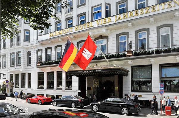Immobilienmakler Hamburg - Fairmont Hotel Vier Jahreszeiten, Haupteingang