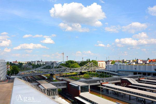 Berlin-Gesundbrunnen - Swinemünder Brücke vom Bahnhof Gesundbrunnen aus gesehen