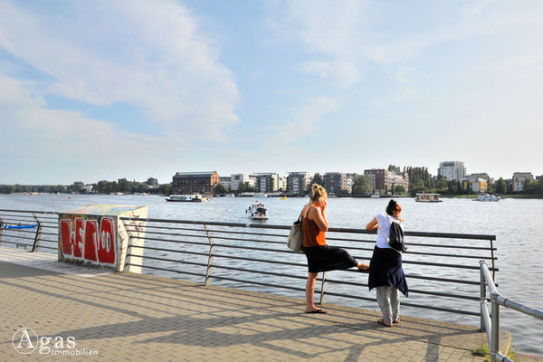 Berlin-Rummelsburg - Blick von der Zillepromenade über den Rummelsburger See zum Stralauer Ufer