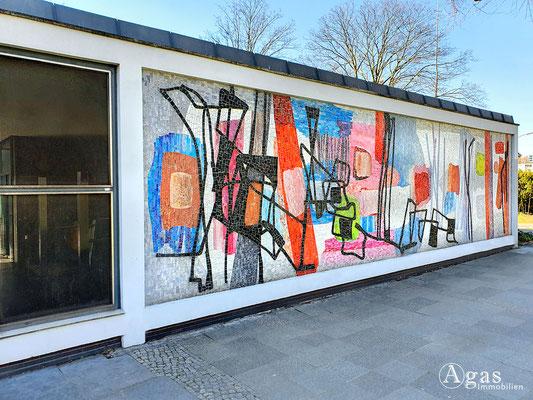Immobilienmakler Hansaviertel - Wandmosaik aus den Fünfziger Jahren