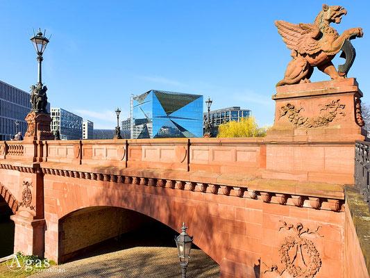 Immobilienmakler Berlin-Moabit - Moltkebrücke