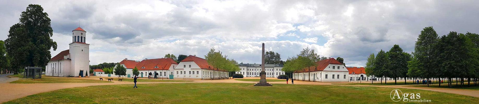 Immobilienmakler Neuhardenberg - Schinkelkirche, Ausstellungsgebäude im Schlosspark