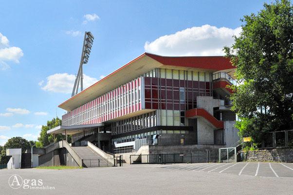 Prenzlauer Berg - Haupttribüne im Jahnstadion