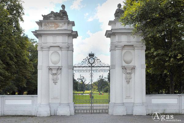 Immobilienmakler Oranienburg - Eingangsportal zum Schlossgarten