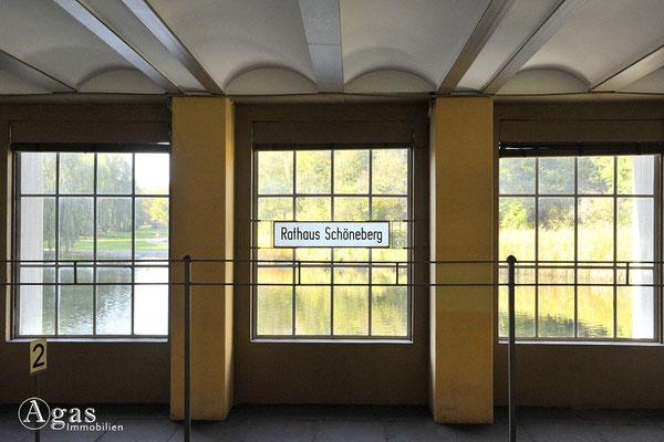 Berlin-Schöneberg - U-Bahnstation Rathaus Schöneberg im Rudolph-Wilde-Park