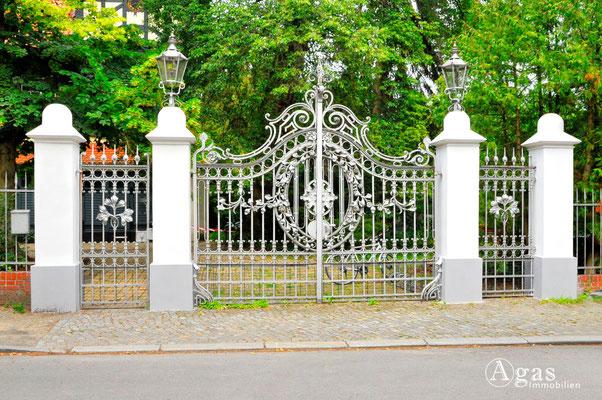 Berlin-Wannsee - Schönes Garten- und Eingangsportal in der Villenkolonie Alsen