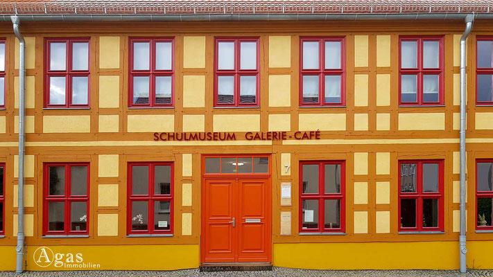Immobilienmakler Zossen - Schulmuseum - Galerie & Café