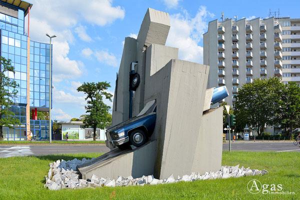 Skulptur von Wolf Vostell - 2 Beton Cadillacs