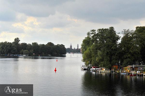 Havel Perle Berlin-Spandau - Blick zur Altstadt Spandau entlang der Insel Kleiner Wall und dem Eiswerder
