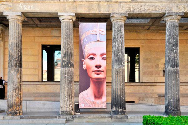 Berlin-Mitte, Eingang zum Neuen Museum, Museumsinsel