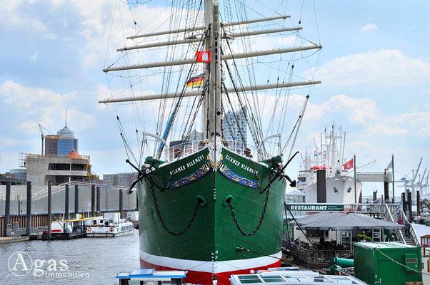 Immobilienmakler Hamburg - Museumsschiff Rickmer Rickmers (St. Pauli-Landungsbrücken)