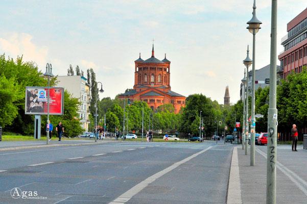 Berlin Kreuzberg - St.-Thomas-Kirche, Blick von der Schillingbrücke