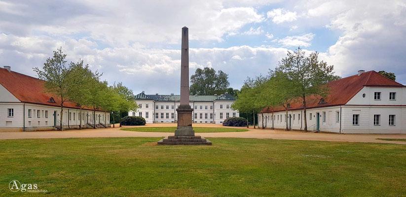 Immobilienmakler Neuhardenberg - Obelisk & Schloss Neuhardenberg