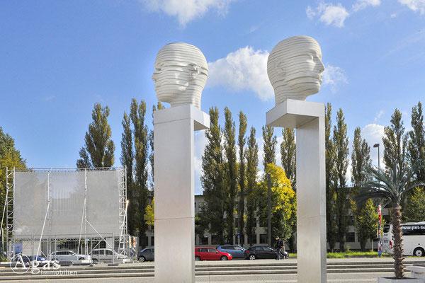 """Berlin-Adlershof - Skulptur """"Kopfbewegung – heads, shifting"""", Forum Adlershof"""