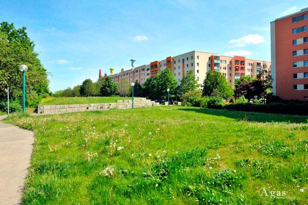 Berlin-Marzahn - Hochhäuser mit origineller Dachgestaltung
