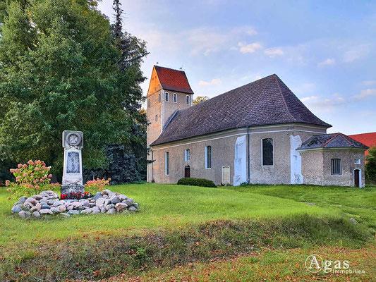Immobilienmakler Tauche - OT Kossenblatt - spätmittelalterliche (14. Jahrhundert) langgestreckte Feldsteinkirche