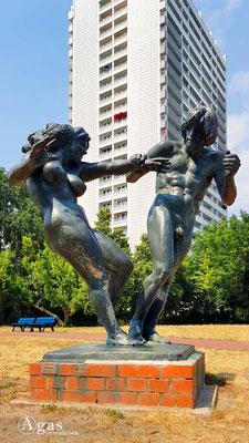 """Fennpfuhl - """"Junges Paar"""" von Jürgen Raue - Bronze 1987"""