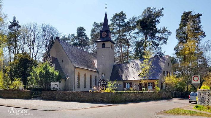 Immobilienmakler Konradshöhe - Ev. Kirche a.d. Eichelhäherstraße