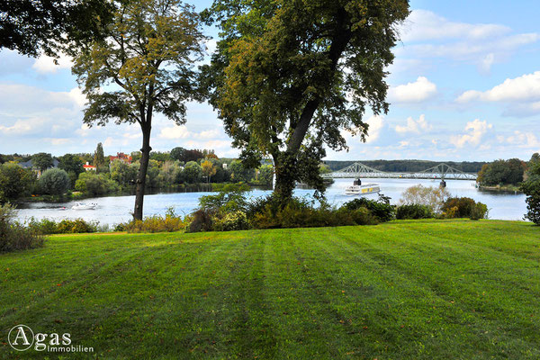 Potsdam-Babelsberg  - Der von dem Gartenarchitekten Peter Joseph Lenné und dann von Fürst Hermann von Pückler-Muskau angelegte Park