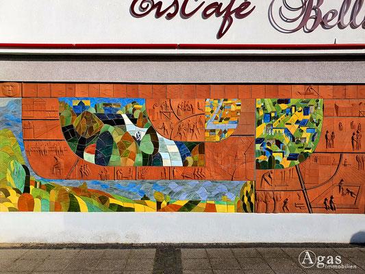 """Immobilienmakler Frankfurt (Oder) - """"Gestern - Heute"""", Terracotta-Relief von Tomas Grzimek 1981"""