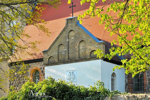 Schönfließ - schönes Fassadendetail an der mittelalterlichen Dorfkirche