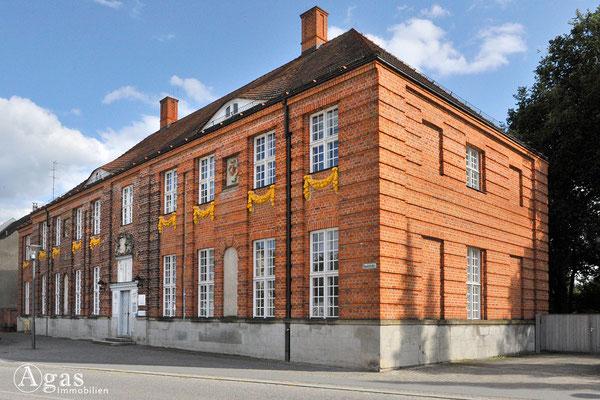 Immobilienmakler Oranienburg - Ehm. Weisenhaus von 1663 heute Gesundheitsamt Oberhavel