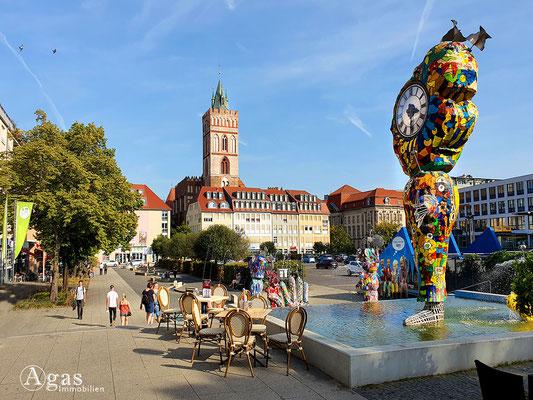 Immobilienmakler Frankfurt (Oder) -  Comic-Brunnen und St-Marien-Kirche